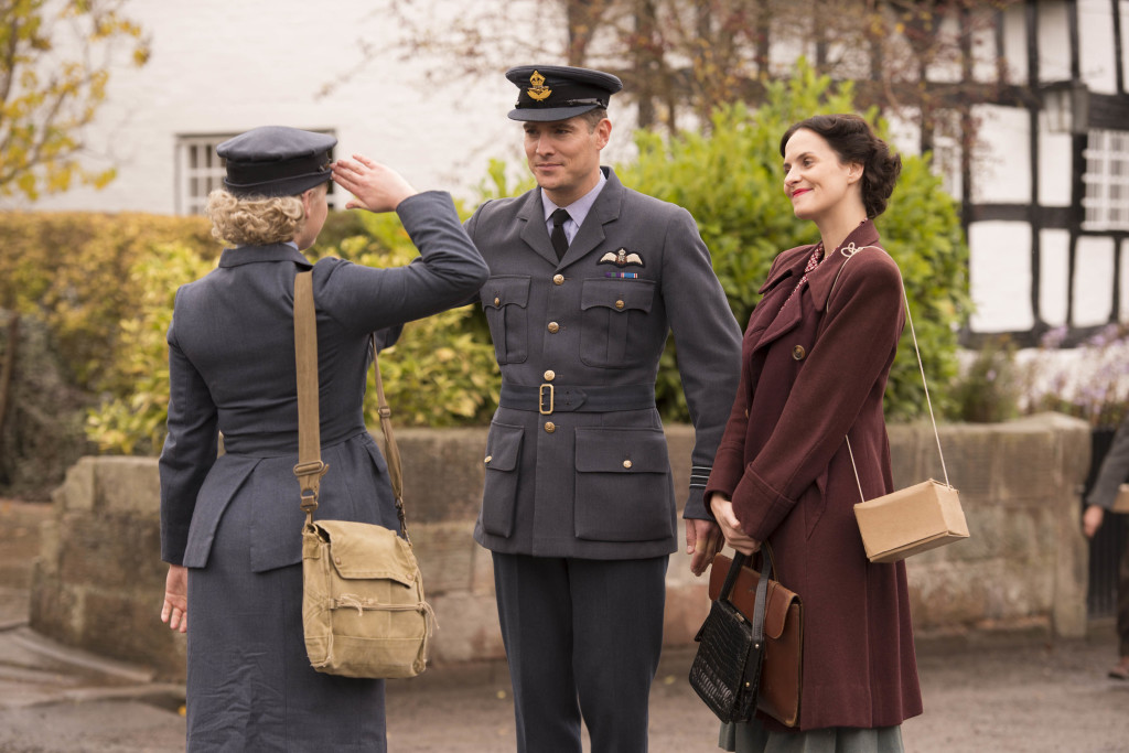 Unit stills photographyITV STUIDOS PRESENT HOME FIRES EPISODE 5 Pictured: LEANNE BEST as Teresa Fenchurch, MARK UMBERS as Nick Lucas and JODIE HAMBLET as Jenny. This image is the copyright of ITV and must only be used in relation the HOME FIRES on ITV.